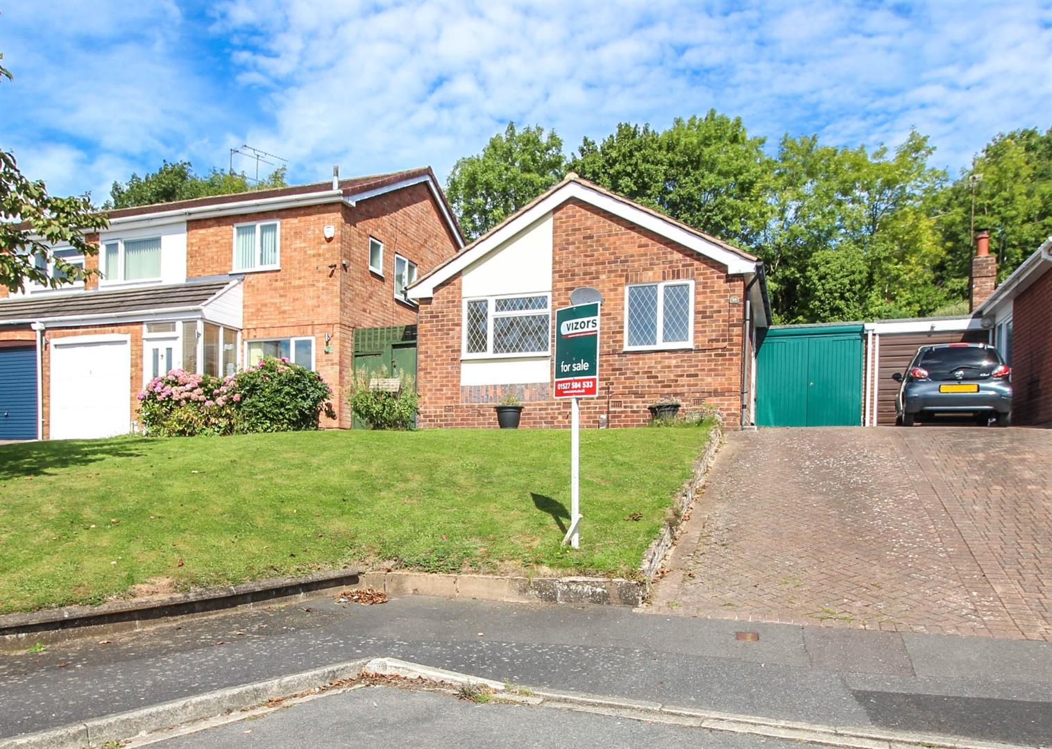 2 Bedrooms Detached Bungalow for sale in St Peters Close, Crabbs Cross, Redditch
